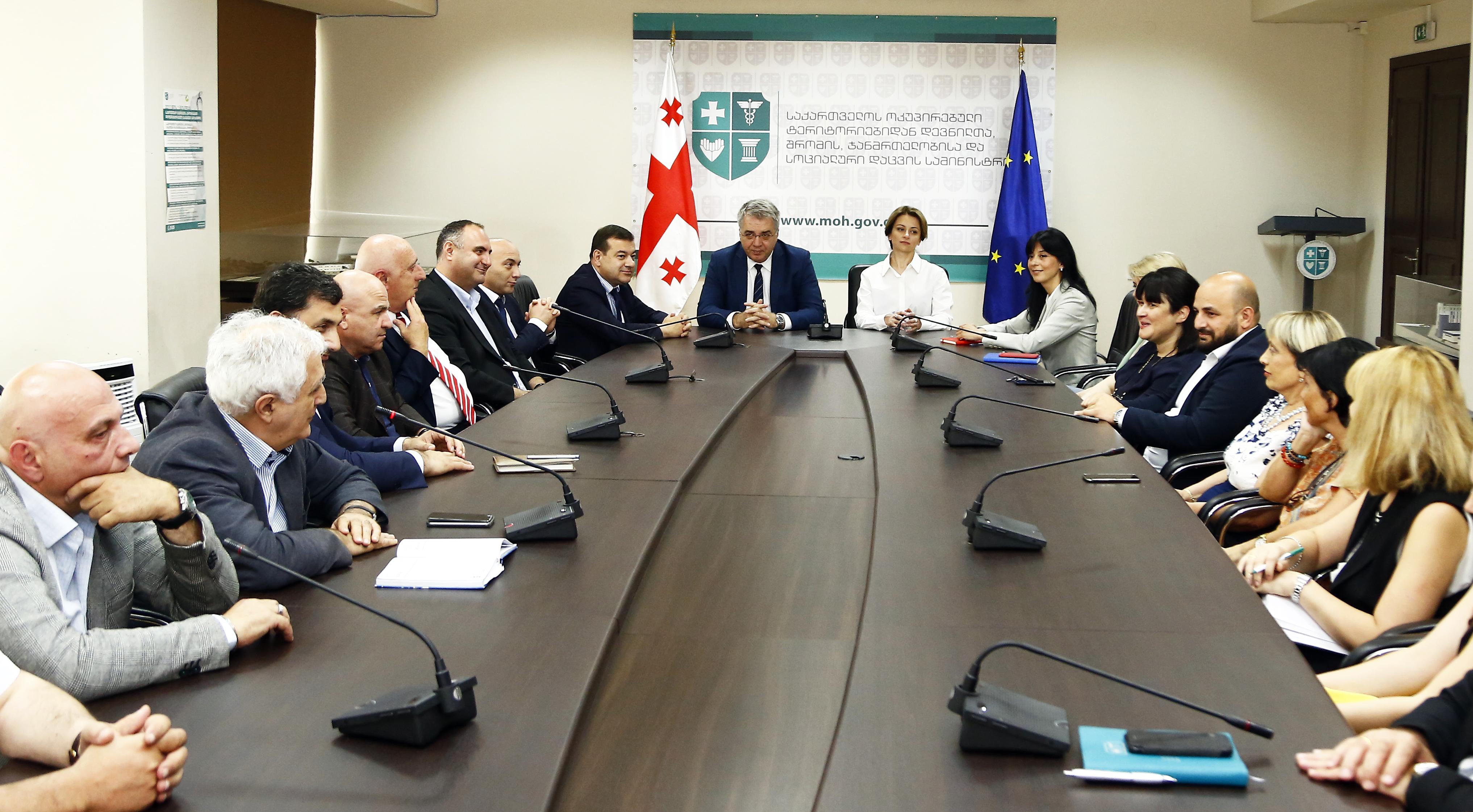 ჯანდაცვის ახალი მინისტრი თანამშრომლებს შეხვდა