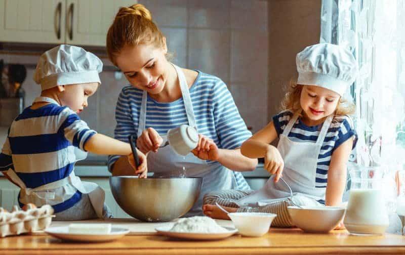 რატომ უნდა მოამზადოთ საოჯახო საკვები ბავშვებთან ერთად